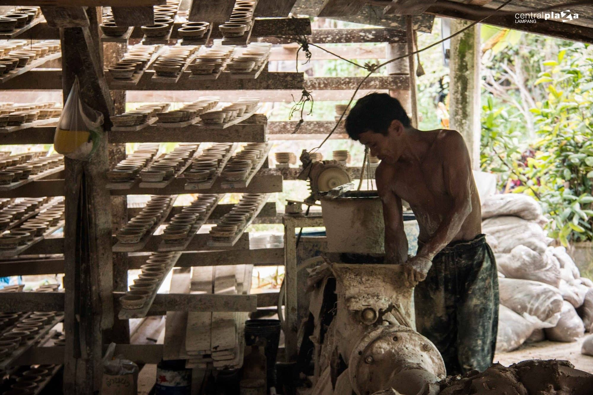 """ดินขาวทำเซรามิค แก้วเซรามิคคุณภาพดีมากจากดินขาวลำปาง (Kaolin Lampang) """"ดินขาวลำปาง"""" เป็นดินขาวที่มีคุณภาพดีอันดับต้นๆ ของประเทศไทย"""